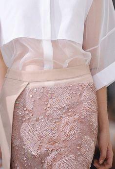 Pink a la mode Fashion Week, Street Fashion, Runway Fashion, High Fashion, Fashion Show, Womens Fashion, Fashion Mag, Ladies Fashion, Fashion Beauty