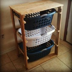 Möchten Sie eine Palette Möbel mit verschiedenen Ebenen, die verwendet werden können, zu speichern und zu trennen Ihre Wäsche gemacht zu bauen? Es ist ein sehr einfaches Möbelstück, das drei Plasti…