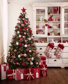 Pretty... Red and white Christmas