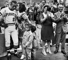 """July """"Roberto Clemente Day at Three Rivers Stadium"""" Is it any wonder Pittsburgh embraced Roberto Clemente? On the field, he was a hustler, running out every grounder, mercilessly stalking. Roberto Clemente, Pittsburgh Sports, Pittsburgh Pirates, Baseball Players, Baseball Cards, Baseball Photos, Mocha, Three Rivers Stadium, Pirate Pictures"""
