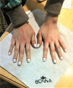 ¡White nails are always a good idea!; Las uñas blancas siempre son buena idea. By: Bonna, belleza a domicilio en CdMx #nails #nailart #whitenails #naildesign #uñas #bonna #uñasblancas #diseñodeuñas #beauty #belleza