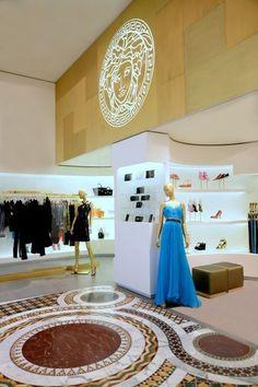 Lojas da Versace no shopping Village Mall (Foto: Divulgação)