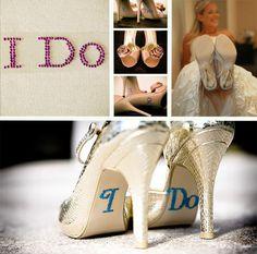sapatos de noiva com mensagens. #casamento #noiva #sapatos
