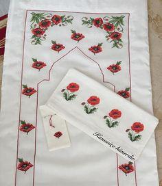 Bargello, Floral Tie, Diy And Crafts, Cross Stitch, Instagram, Embroidery Stitches, Hardanger, Punto De Cruz, Flowers