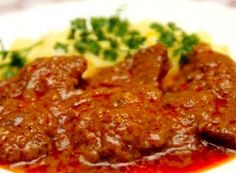 Mariniertes Rindfleisch A great choice for lunch. Whether on Monday, Tuesday, Wednesday or Sunday, this food will do your stomach well. Porcupine Meatballs, Crock Pot Meatballs, Cheesy Meatballs, Meat Recipes, Cooking Recipes, Slovak Recipes, Marinated Beef, Good Food, Yummy Food