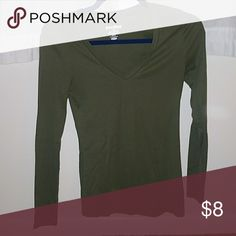 V-neck Long sleeve Fitted V-neck army green long sleeve Old Navy Tops Tees - Long Sleeve