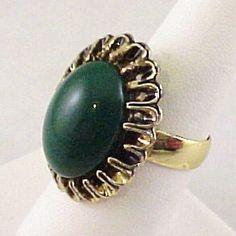 1960s Dark Green Acrylic Oval Cabochon Gold Tone Ladies Adj Dome Ring Sz 7.75