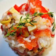 이곳은 식초 대신 레몬 신맛을 더한 토마토, 그리 올리브, 치즈의 이탈리안 풍미의 쌀 샐러드입니다.  채색도 선명이므로 투명 컵에 넣으면 화려한 파티를 열어서 메뉴가 될것입니다.