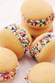 Nilla wafers + banana slices + peanut butter + sprinkles = bite-sized treat...