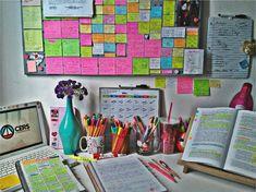 Estudar para concursos não é a coisa mais fácil do mundo. Mas com planejamento, organização e estratégia é possível deixar nosso estudo muito mais produtivo. Por isso, hoje vou te contar TUDO sobre…