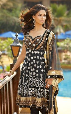 Anarkali Design (Black, Gold, and White)
