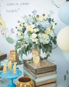 Id totally throw myself a Winnie the Pooh themed party. My favorite character of all times! Baby Shower Decorations For Boys, Boy Baby Shower Themes, Baby Shower Gender Reveal, Baby Shower Parties, Baby Boy Shower, Winnie The Pooh Themes, Vintage Winnie The Pooh, Winnie The Pooh Birthday, Baby Birthday
