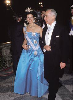 Queen Silvia at the Nobel prize ceremony in 1989 Dress made by Jorgen Bender Royal Crowns, Royal Tiaras, Royal Jewels, Princess Estelle, Crown Princess Victoria, Princess Madeleine, Princess Diana, King Queen Princess, Prince And Princess