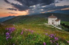 Mountain's muse Calascio | Italy © Andrea Buonocore