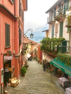 From the quaint streets to the smiling faces on the locals to the delicious food and unique history and culture, here are my tips on how to spend a weekend in Bellagio.