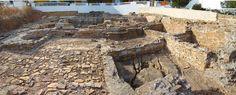 Ruínas do Centro de Processamento de Peixes durante o período do império  romano, na Praia da Luz, em Lagos, na região do Algarve, Portugal.  Fotografia: Lacobrigo.