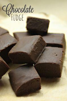 Suvikukkasia: Helppo fudge! Chocolate Fudge, Candy, Desserts, Diy, Food, Sweet, Deserts, Bricolage, Dessert