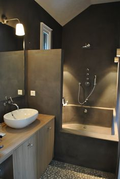 Industrial decor style is perfect for any interior. An industrial bathroom is… Industrial Home Design, Industrial Bathroom, Industrial House, Industrial Interiors, Bathroom Interior, Industrial Wallpaper, Industrial Closet, Industrial Bookshelf, Industrial Windows