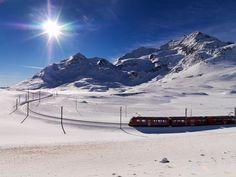 Rhätische Bahn auf dem Bernina Pass. www.bilder.ch