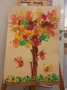 Kita Herbst Blätter Handabdruck Baum Kita autumn leaves handprint tree, How to paint a spooky treeDIY Kids Crafts, Fall Crafts For Kids, Easy Craft Projects, Diy For Kids, Art Projects, Diy And Crafts, Fall Arts And Crafts, Autumn Crafts, Finger Painting