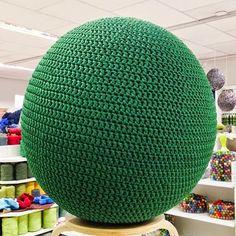 Paapo: Virkkaa jumppapallon päällinen