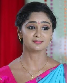 South Indian Actress, Beautiful Indian Actress, Beautiful Women, Bridal Hair Buns, Indian Teen, India Beauty, Bun Hairstyles, Indian Actresses, Beauty Women