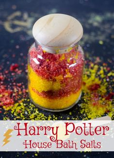 Have a friend who LOVES Harry Potter? Make these easy DIY Harry Potter gifts with House Bath Salt just for her. Or need a great parting gift for your next Harry Potter party? Or maybe it's craft night and you need a Harry Potter theme? These Harry Potter Harry Potter Christmas Gifts, Harry Potter Gifts, Harry Potter Theme, Harry Potter Birthday, Diy Christmas Gifts, Harry Potter Bath Bomb, Harry Potter Crafts Diy, Harry Potter Wands Diy, Birthday Gifts For Best Friend