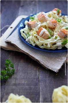 Tagliatelles au saumon, sauce fromage blanc au sésame Tagliatelle Pasta, Pasta Noodles, Pasta Recipes, Main Dishes, Yummy Food, Healthy Recipes, Cooking, Ethnic Recipes, Mat