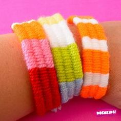 Weven met rietjes The post Weven met rietjes appeared first on Knutselen ideeën. Diy Crafts To Sell, Diy Crafts For Kids, Christmas Food Ideas For Dinner, Baby Hoodie, Geometric Origami, Activities For Boys, Yarn Thread, Tear, Summer Kids