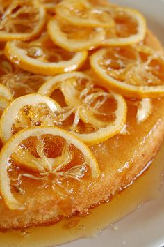 Candied lemon cake / Syrup with lemon syrup by Patricia Scarpin, via … - Kuchen Ideen :) Lemon Desserts, Lemon Recipes, Just Desserts, Sweet Recipes, Dessert Recipes, Dessert Healthy, Food Porn, Candied Lemons, Eat Dessert First