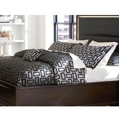 This is fresh! Did you know Art Van has premium comforter sets at great prices? Love this Kate 5PC Queen Comforter Set!