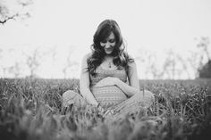 One Maternity Shoot with Two Opposite Looks | The Little Umbrella