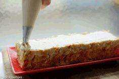 Speculaastaart (no bake) | Kookmutsjes High Tea, Butcher Block Cutting Board, Deserts, Ice Cream, Cakes, Baking, Pastries, No Churn Ice Cream, Desserts