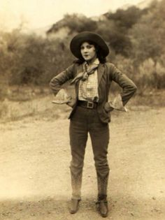 U.S. Ladies in Jeans and Boots: One of Favorite Wear for American Women during the 1940s