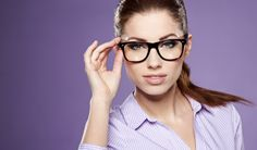 Makeup Tips For Eyeglass Wearers How To Look Pretty, How To Look Better, Chanel, Optician, Womens Glasses, Reading Glasses, Good Looking Men, Eye Glasses, Pretty Woman