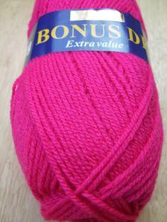 100g Sirdar Hayfield Bonus DK knitting yarn 0887 bright pink knitting wool £1.90