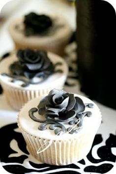 Goth glam cupcakes with white frosting and a grey/black rose decoration