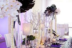 This black and white decor is perfect for a winter wedding!