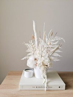 Dried Flower Bouquet, Dried Flowers, White Flowers, Floral Wedding, Wedding Flowers, White Flower Arrangements, Flower Bar, How To Preserve Flowers, Arte Floral