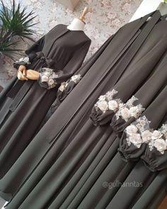 Abaya gamis hitam - Wedding World Hijab Gown, Hijab Dress Party, Hijab Style Dress, Casual Hijab Outfit, New Abaya Style, Abaya Fashion, Fashion Dresses, Estilo Abaya, Moslem Fashion
