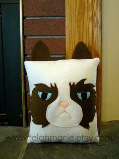 Grumpy cat pillow, plush, throw pillow, room decor from telahmarie on Etsy. Unicorn Pillow, Cat Pillow, Pillow Room, Pillow Pals, Grumpy Cat, Diy Pillows, Cushions, Throw Pillows, Meme Comics
