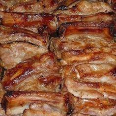 Запечённые свиные ребрышки маринованные в соусе.