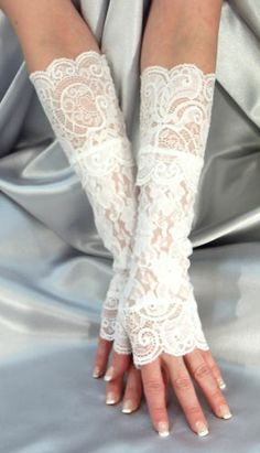 LONG LACE FINGERLESS GLOVES LACE CUFFS / ARM WARMERS WHITE MF703 | eBay