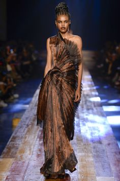 Photo galleries fashion week : Jean Paul Gaultier Fall-Winter Haute Couture ( - The World's Fashion Business News Haute Couture Gowns, Style Couture, Couture Dresses, Couture Fashion, Runway Fashion, Fashion Week, High Fashion, Fashion Show, Fashion Design