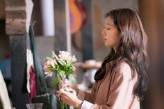 Memories of Alhambra (She likes flowers. I like that about her (obviously among other things) :) Addicted Series, Jay Park, Park Shin Hye, You're Beautiful, Korean Actresses, Lee Min Ho, Korean Drama, Memories, Actors