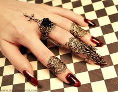 Visual Kei Nail Ring Set Black Rose Spider Lolita by Necrosarium Nail Jewelry, Body Jewelry, Jewelery, Jewelry Accessories, Jewelry Design, Jewellery Rings, Jewelry Box, Bronze Nails, Kei Visual