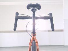 Todo un icono do ciclismo desta década, a poética e polivalente Croix de Fer de Genesis Bikes.  Ciclos Clemente. Tenda e atelier especializada en ciclismo urbano, viaxeiro, gravel, randonneur, etc. Mercado de San Agustín 13-15, A Coruña http://ciclosclemente.com