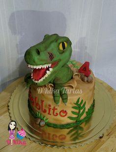 Tarta fondant dinosaurio Rex / T-rex fondant cake Dinosaur Birthday Cakes, Dinosaur Cake, Dinosaur Party, Dino Cake, Cake Tutorial, T Rex, Prehistoric, Birthday Party Themes, Amelia