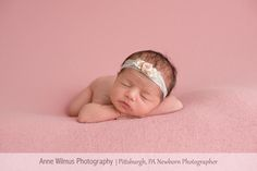 upper-st-clair-newborn-photographer-usc-pro-photo-studio-for-babies-christmas-newborn-pics-pittsburgh-pittsburgh-newborn-photographer-24