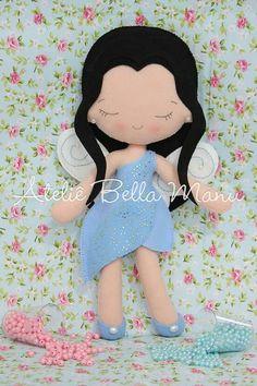 fadinha                                                       …                                                                                                                                                                                 Mais Meery Christmas, Felt Crafts, Diy And Crafts, Felt Quiet Books, Bear Doll, Sewing Dolls, Pretty Dolls, Tooth Fairy, Felt Toys